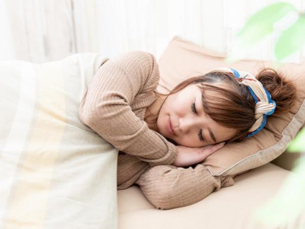 充足的睡眠防止成人痘