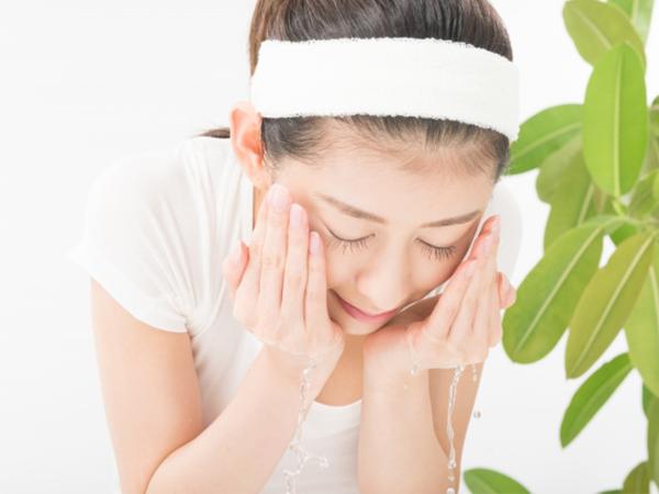 洗臉防止成人痘