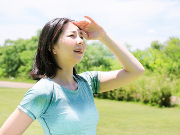 大量流汗導致肌膚水分流失