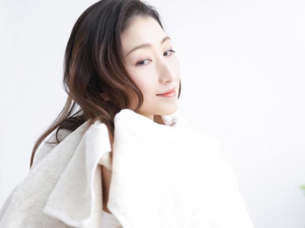 毛巾擦乾頭髮的正確方法來改善乾燥