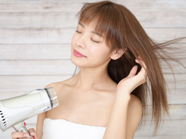 保護頭髮不受到吹風機的熱傷害來防止乾燥