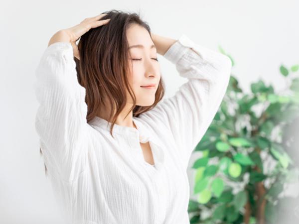 按摩讓頭皮的血液循環變佳,防止乾燥